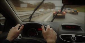 Revisa el pronóstico del tiempo en Santiago y cómo manejar un auto bajo la lluvia